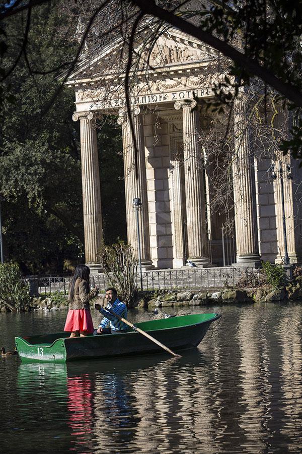 Engagement secret wedding proposal on Villa Borghese lake boat