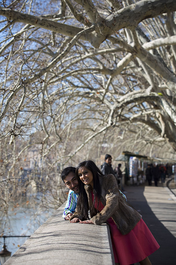 Couple engaged photographed on Lungo Tevere