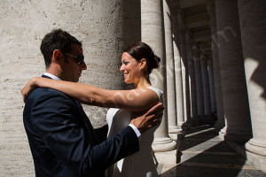 Wedding photography in between columns at the Vatican in Rome