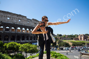 Newlyweds happy and fun in Rome