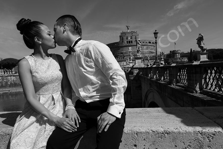 Romatically in love and engaged kissing in black and white at Castel San'Angelo