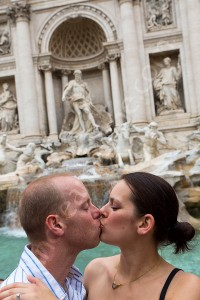 Coupe in love kissing at the Trevi fountain in Rome