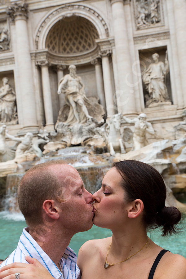 In love kissing at the Trevi fountain