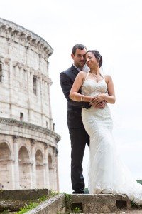 Newlyweds posing at the Roman Colosseum in Rome Italy 4613