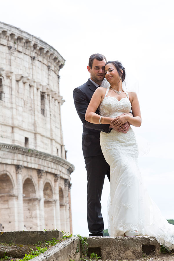 Newlyweds posing at the Roman Colosseum