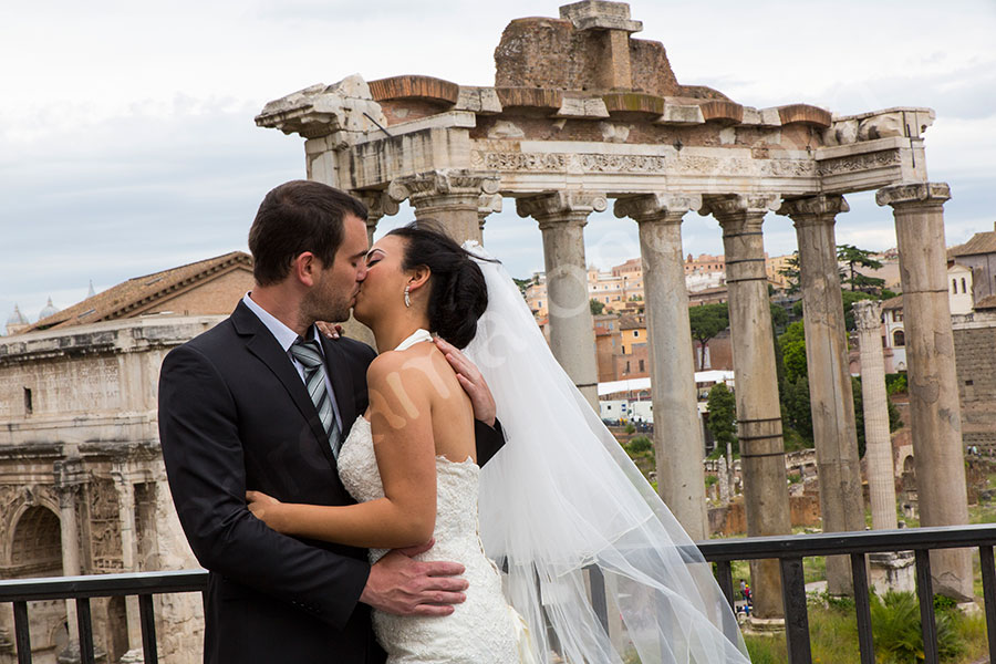Kissing at the Roman Forum before their matrimony.