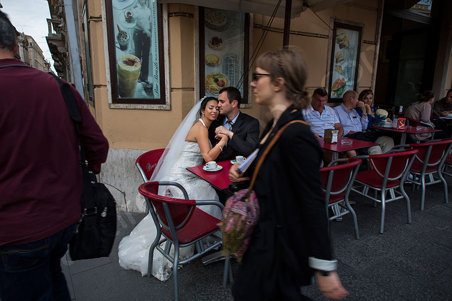 Wedding photo taken in the streets of Rome