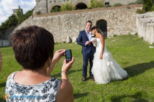 Wedding photographer in front of the castle.