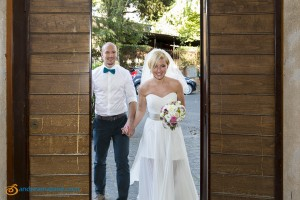 Bride and groom enter the Terme di Caracalla town hall for their Italian wedding