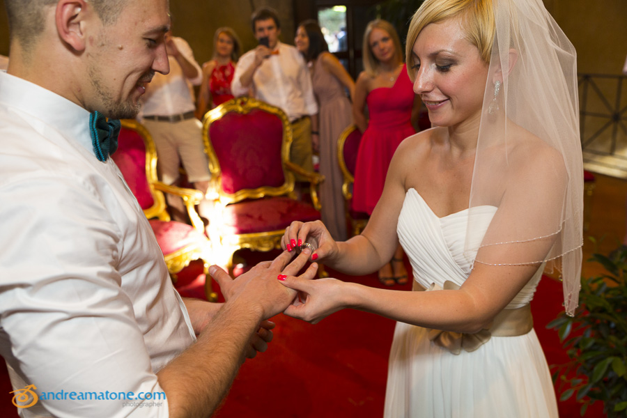 The matrimonial ring exchange in Italy