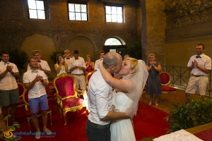 Bride and groom kiss at the Caracalla town hall wedding ceremony