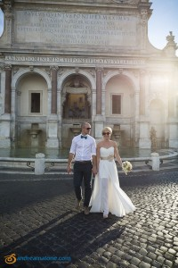 Bride and groom crossing the street at the Gianicolo water fountain
