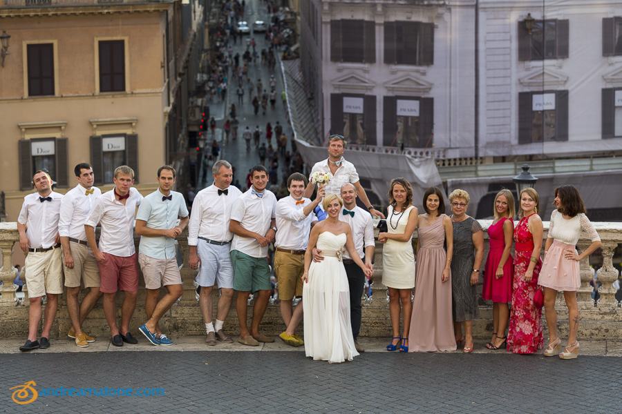 The bridal party in a group picture in Italy.