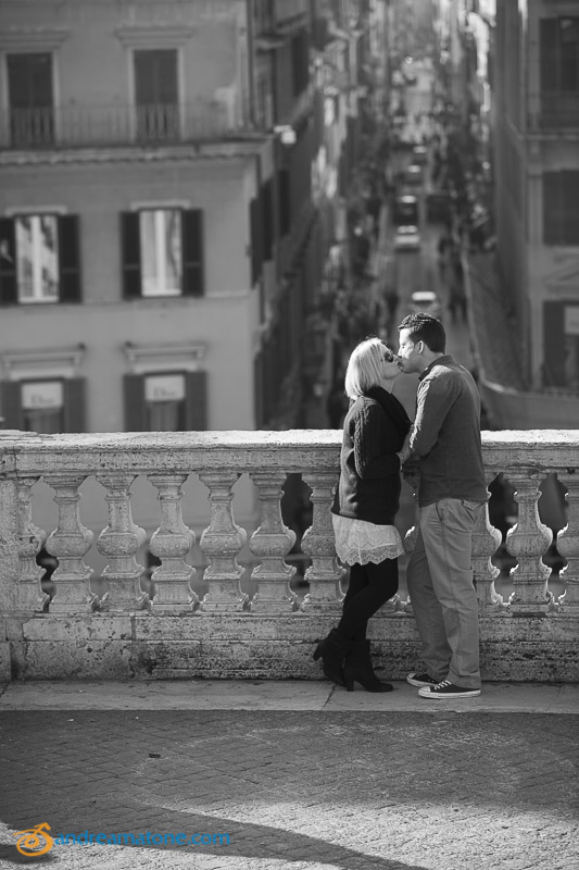 Couple at the Spanish steps overlooking via Condotti.