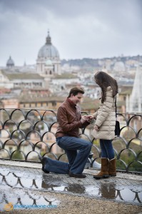 Begging of photo session during a proposal in Rome.