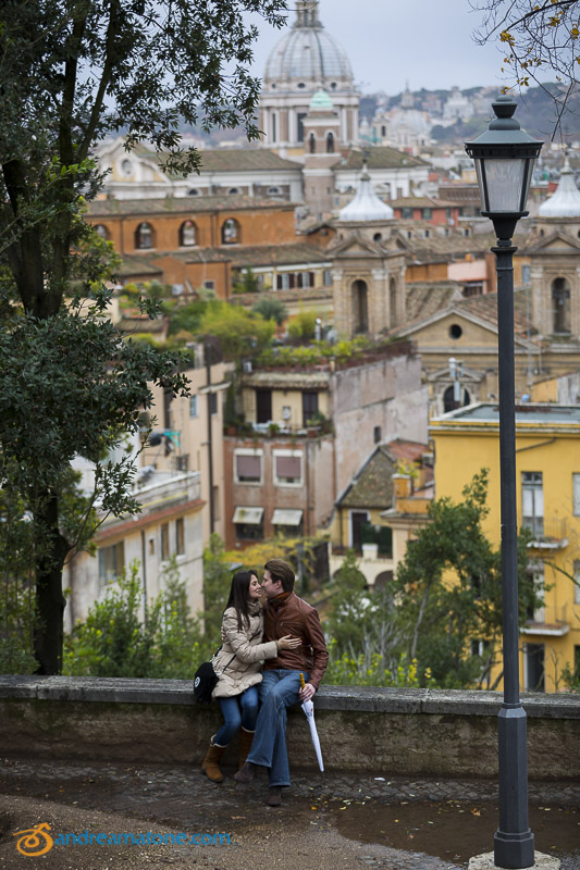 Engagement photography session in Rome after the proposal.