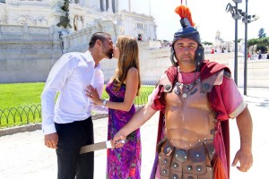 Funny picture of a couple during a photography session in Rome with a roman centurion