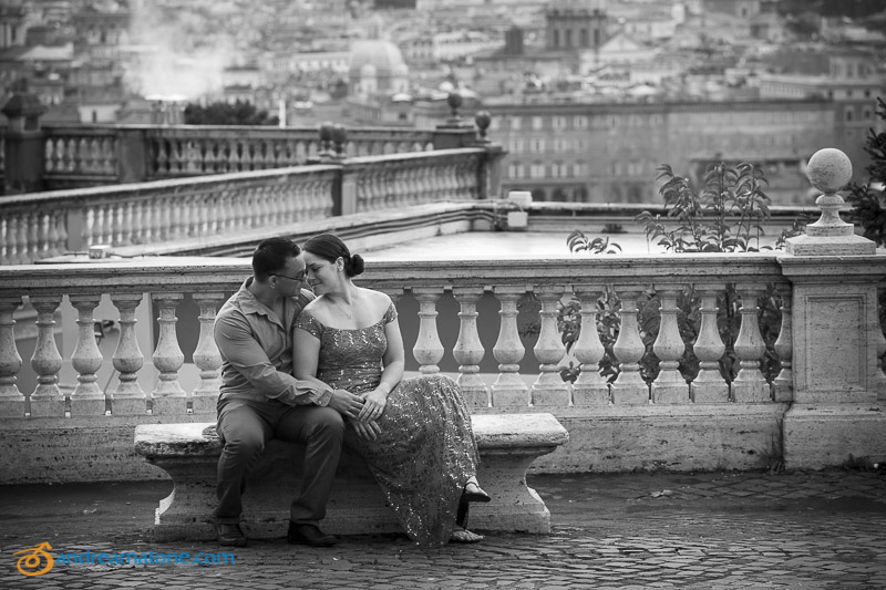 Black and white picture of a couple sitting down on a marble bench at Gianicolo
