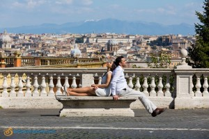 Relaxing during a photography pre wedding session in Rome at Gianicolo