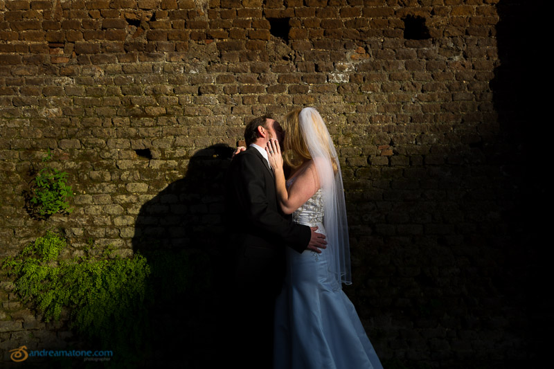 Married couple kissing at Giardino degli Aranci