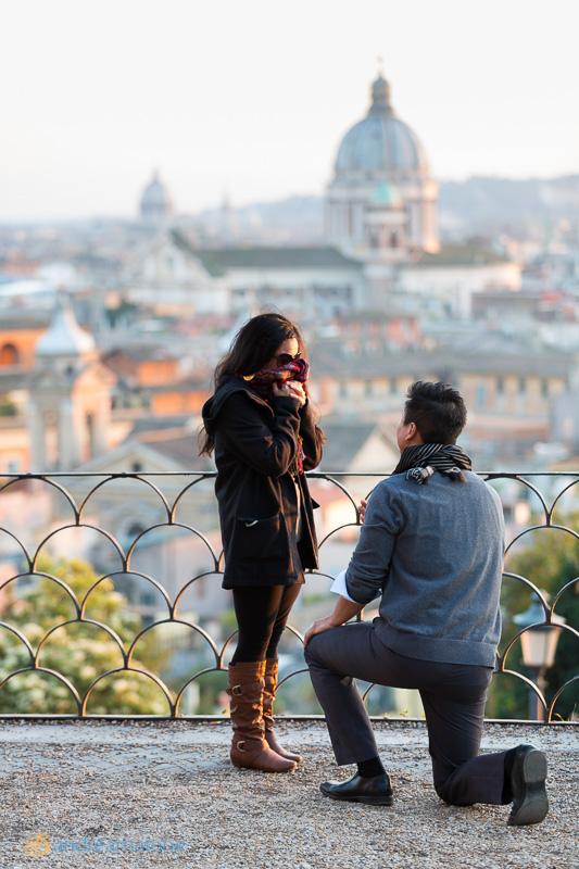 Wedding marriage proposal in Parco del Pincio.