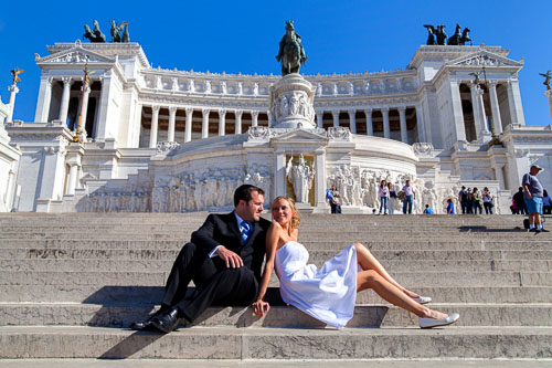 Wedding couple at Piazza Venezia in Rome Italy