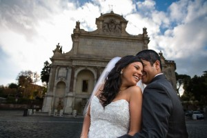 Married couple at the Gianicolo water fountain in Rome