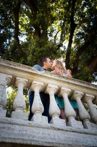 Romantically in love in Rome during an e-session at Pincio park.