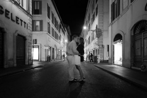 Artistic black and white photo of an engagement session in Rome. Via Condotti.