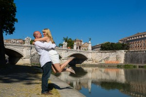 Engagement session photographed by the Tiber river in Rome.