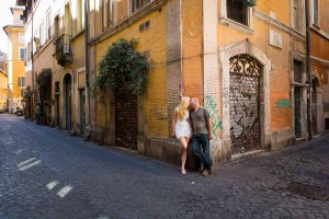 Trastevere lifestyle photography. Pictures in the alleys and alleyways.