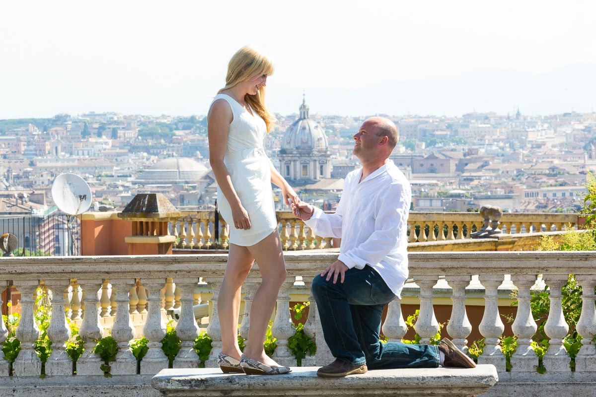 Wedding proposal picture from the Gianicolo fountain