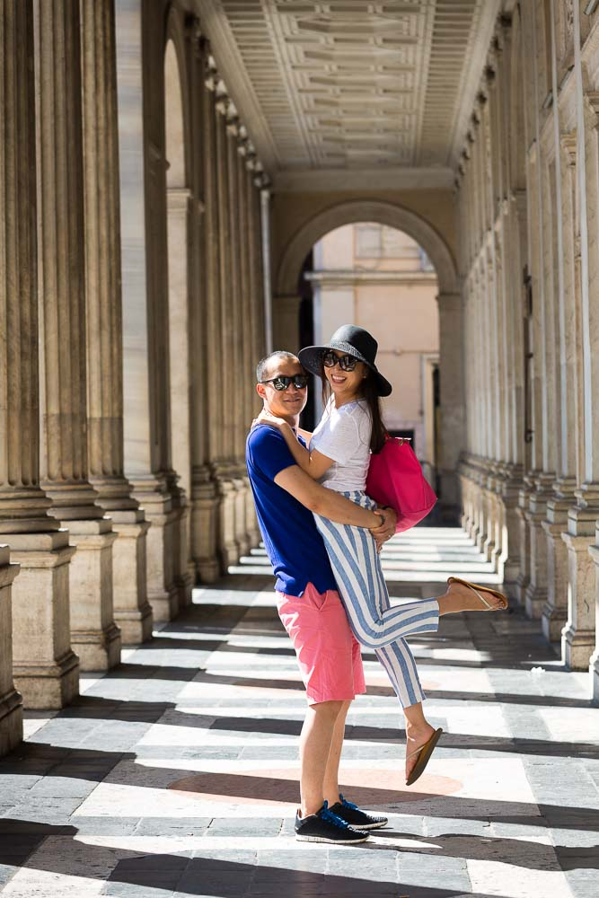 Honeymoon Rome. Photography session underneath the columns in Piazza Colonna. Rome.