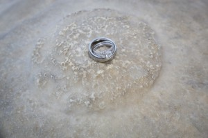 Close up image of the wedding rings.
