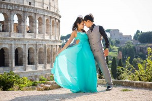 Romantic Rome wedding photo shoot with a couple in Rome.