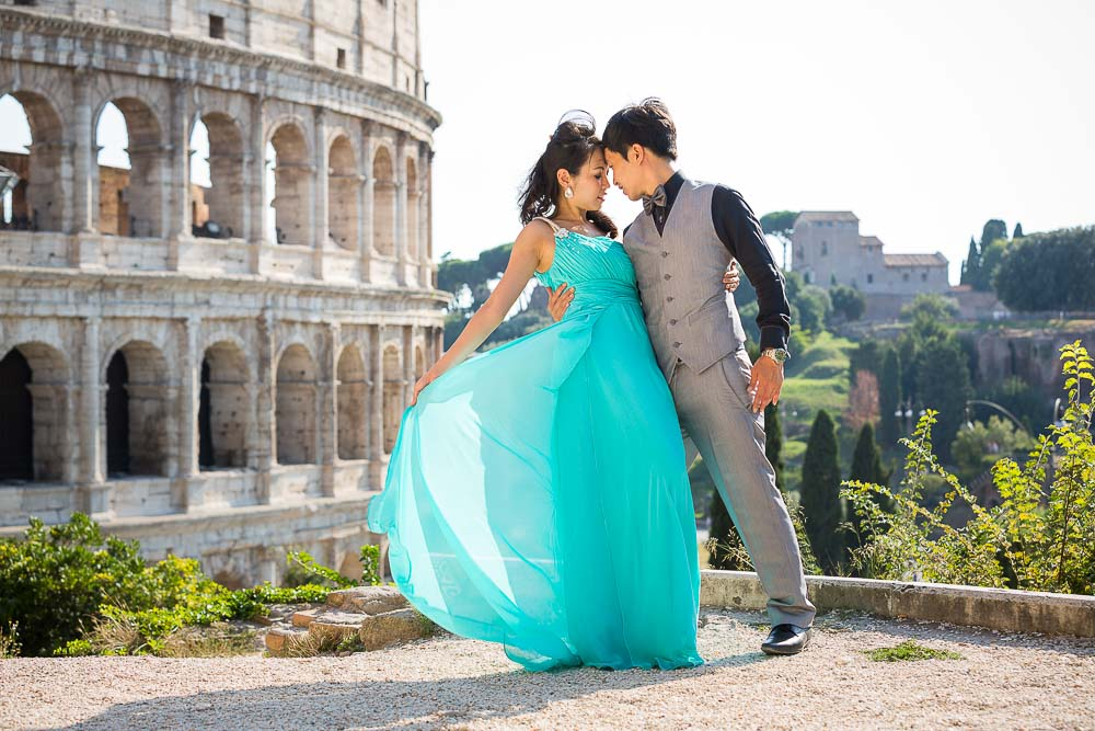 Romantic Rome wedding photo shoot with a couple.