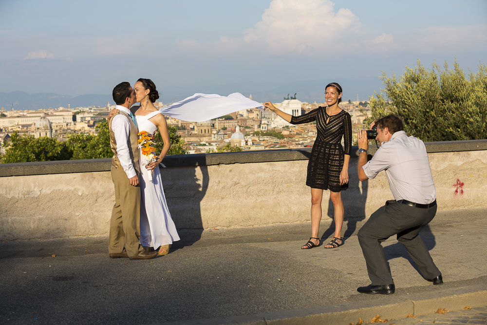 Picture of the photographer taking a photo at a wedding in Rome.