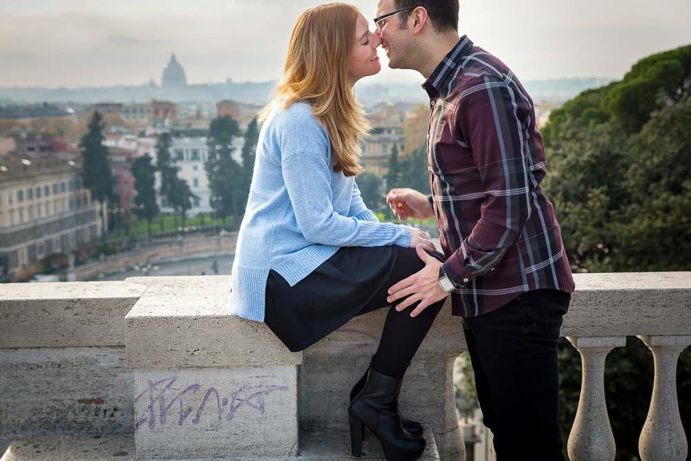 Kissing at Piazza del Popolo