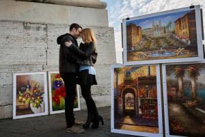 Romantic pose during a photo session at Trinita' dei Monti