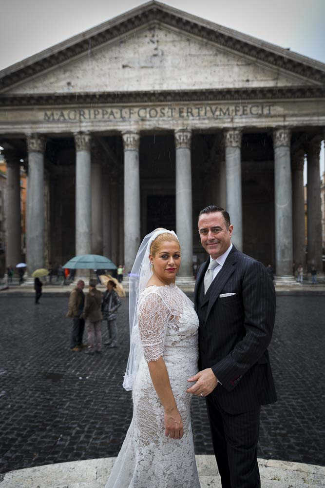 Couple standing in front of the main entrance of the Roman Pantheon