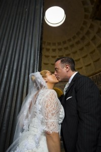 Kissing at the Pantheon in Rome during a wedding photo service.
