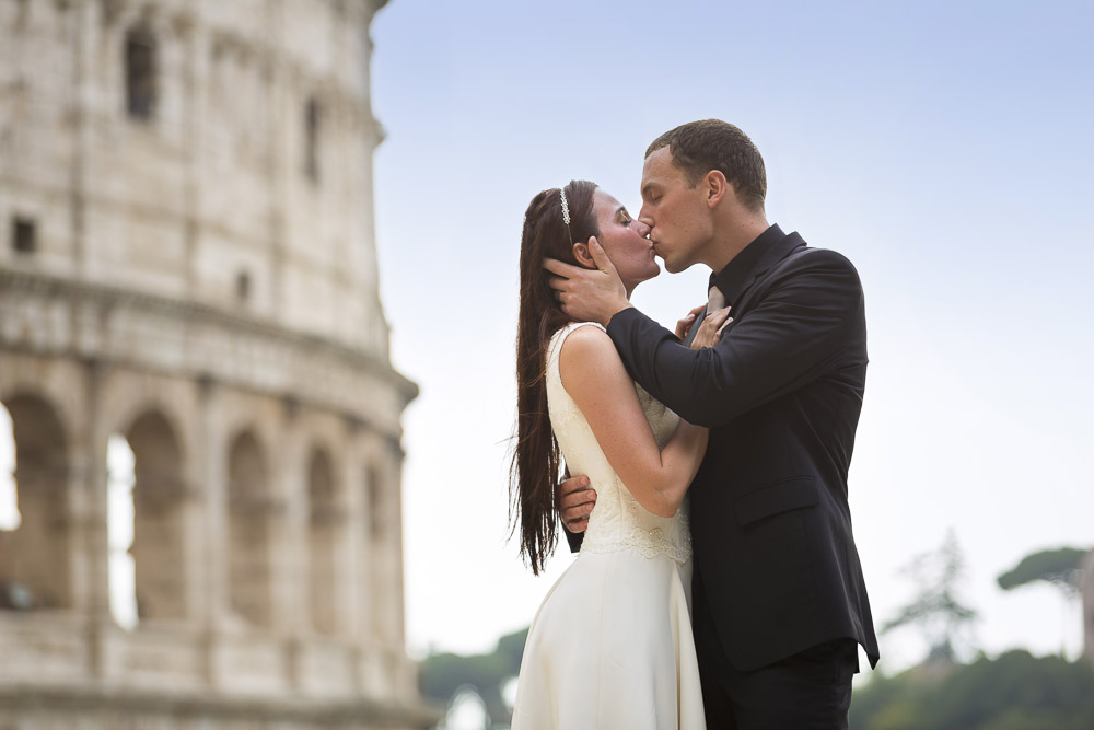 A romantic kiss at the Coliseum during a honeymoon photo shoot.
