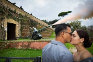Canon explosion during a symbolic matrimony photo shoot at the Gianiculum hill.
