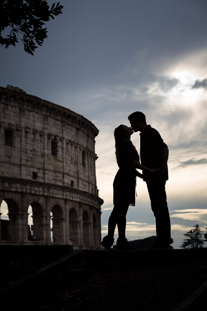 Silhouette picture of a couple kissing during an engagement session. Love story engagement in Rome.