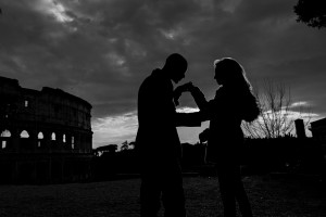 Black and white image of a couple in love in Rome Italy
