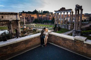 Couple photo session at the Forum overlooking ancient Rome