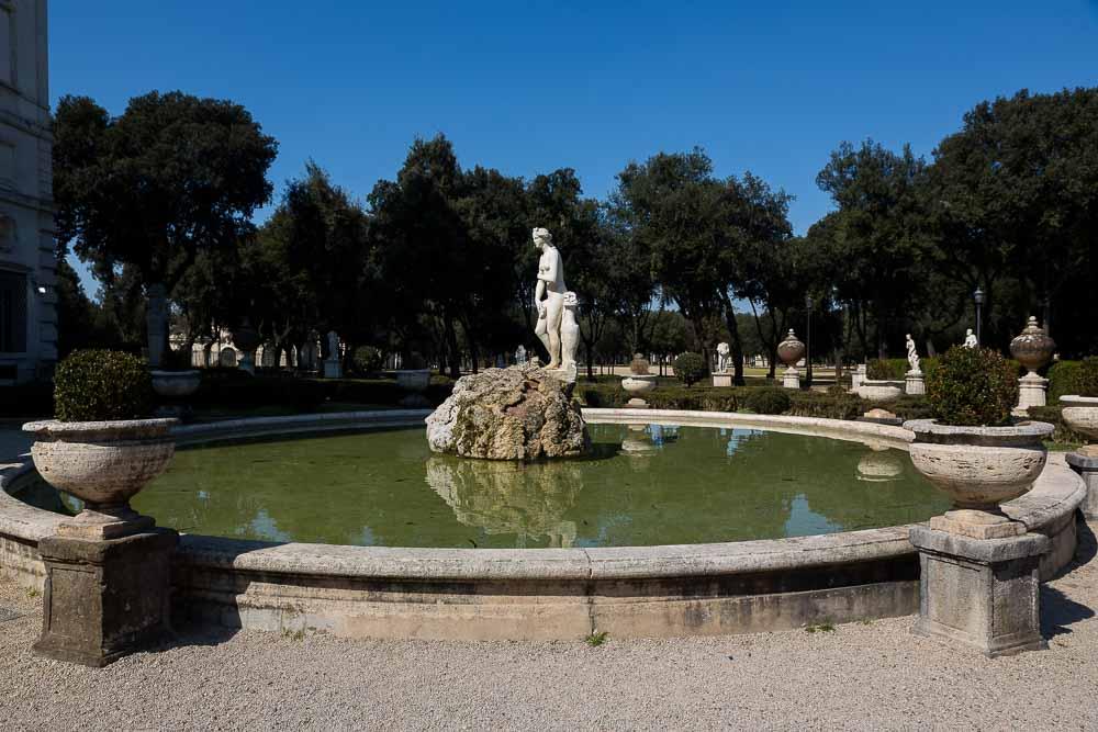 Water fountain Villa Borghese gardens. Giardini.