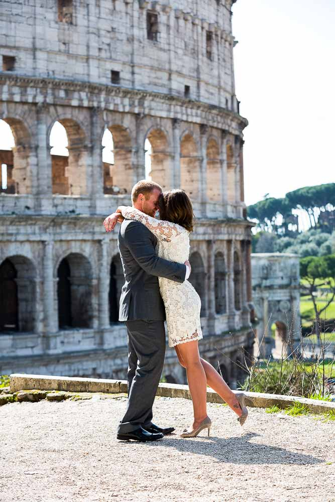 Romantic pose for a couple newlywed in Italy