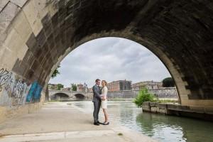 Couple photo shoot under the Ponte Castel'Angelo