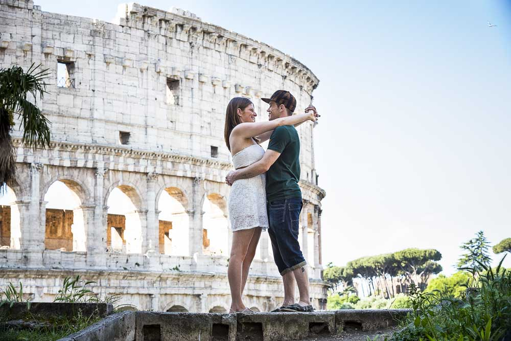 Posing in front of the Colosseo during an e-session